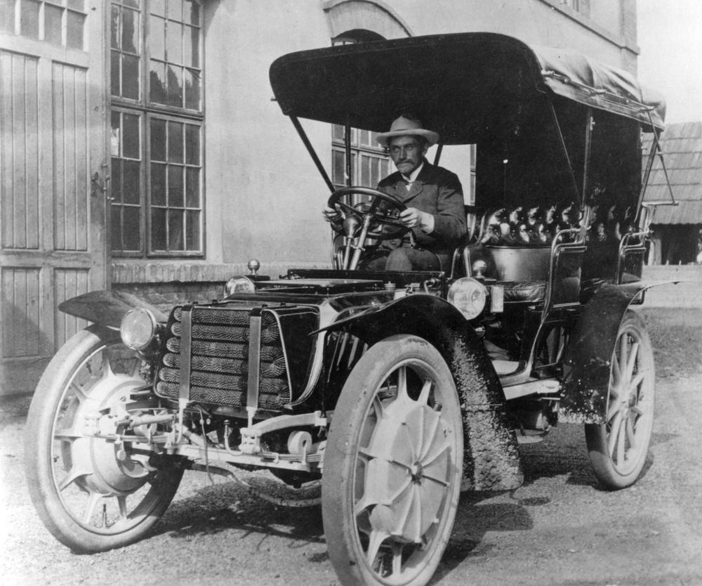 Early Porsche hybrid on the Veteran Car Run; Ford Focus Electric ...