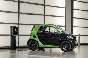 smart fortwo electric drive; Exterieur: schwarz; Interieur: schwarz ;Elektrischer Energieverbrauch gewichtet: 12,9 kWh/100km ; CO2-Emissionen kombiniert: 0 g/km smart fortwo electric drive; exterior: black; interior: black; Electric power consumption, weighted: 12.9 kWh/100km; CO2 emissions combined: 0 g/km